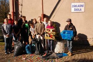 Akce Školního parlamentu   - Sbírejte víčka pro Vojtíška