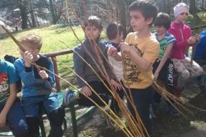 Pletení pomlázek ve školní družině